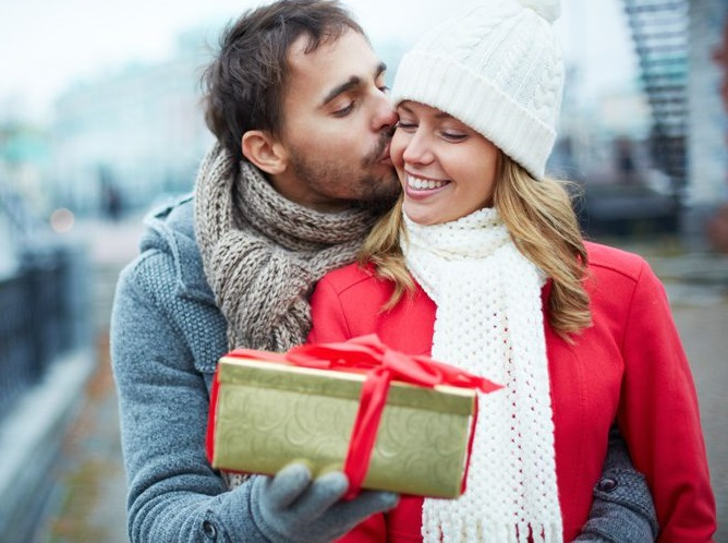 This Will Be The Only Gift-Giving Guide You'll Need For Your Relationship | Anastasia Date
